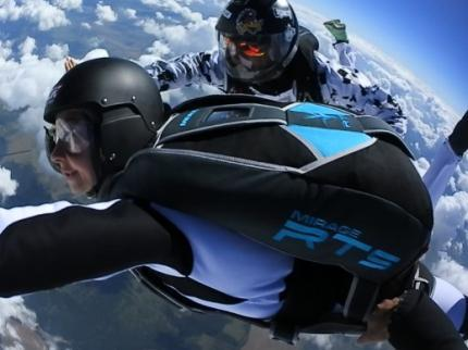 Accelerated_Free-Fall_skydiving_course.jpg